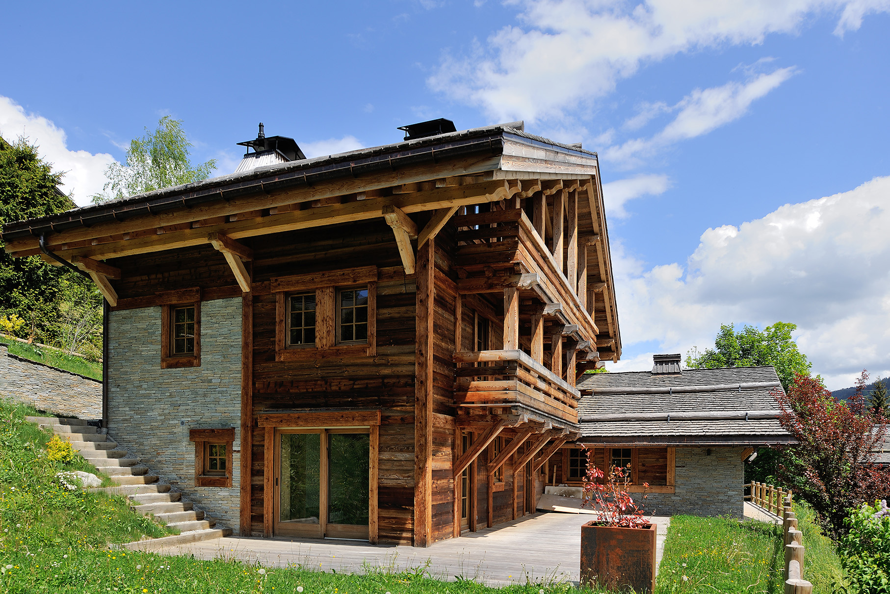 Stunning 6 Bedroom Chalet - PFI International Ltd