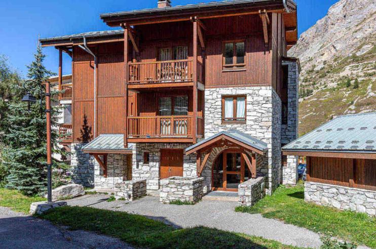 Beautiful 2bed Val d'Isere propertyfranceitaly PFI International Ltd