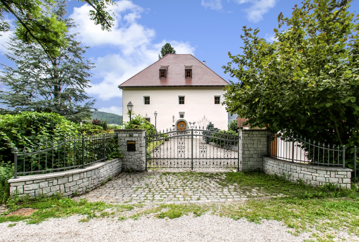 Historic manor in South Tyrol